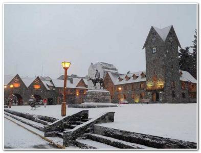 nieve en invierno en el centro cívico.