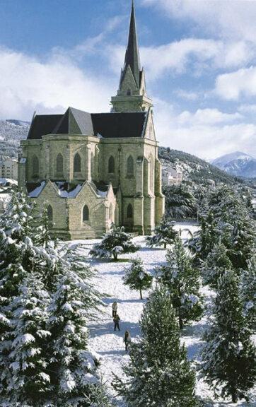 Nieve en la Catedral de Bariloche Nuestra señora del Nahuel Huapi
