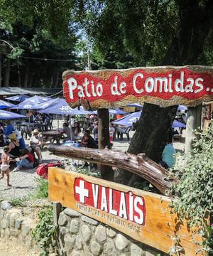 colonia suiza tiene curanto, gastronomía. está abierta los días miércoles y domingo