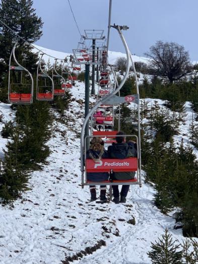 cerro campanario con nieve